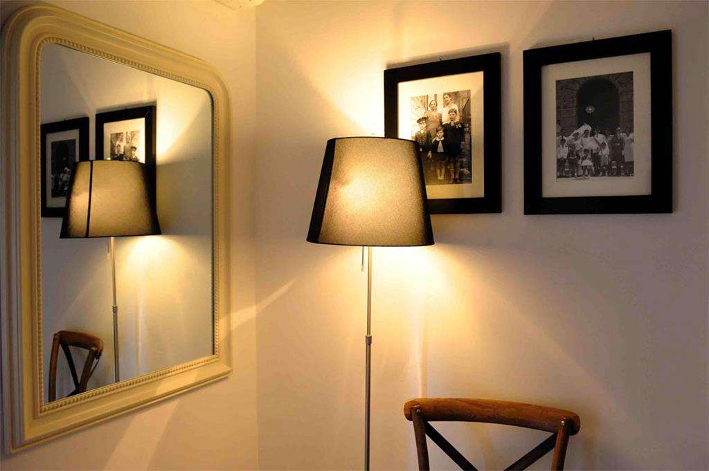room-corner-at-Bluehostel-R