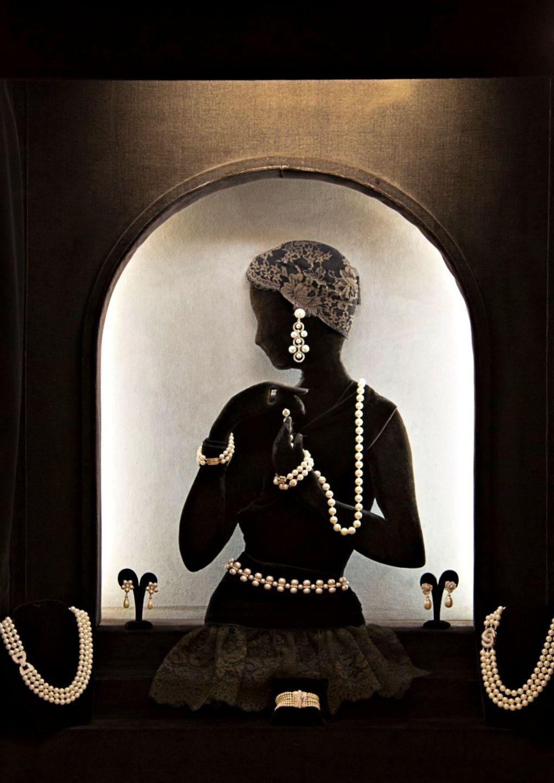 vitrine-femme-perles